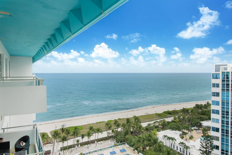 Terrific Modern 2 Bedroom Oceanfront Apartments Has Wi Fi And Cable Download Free Architecture Designs Ponolprimenicaraguapropertycom