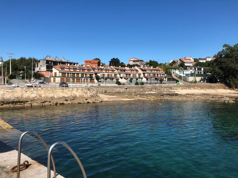 apartamento en urbanización Illas Atlánticas, holiday rental in Aguino