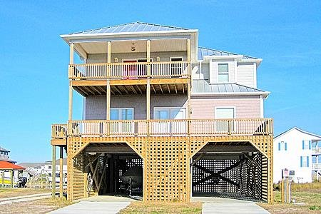 302 Marina Way - 4BR Canal Front House in North Topsail Beach with Boat Ramp - S, vacation rental in North Topsail Beach