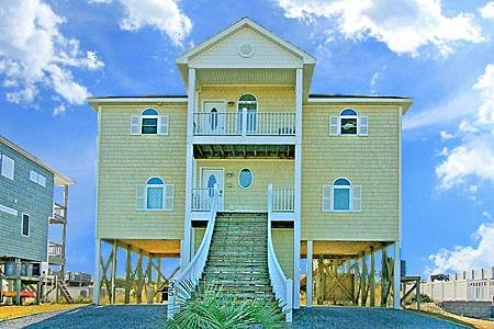 35 Porpoise Place - 5BR Oceanfront House in North Topsail Beach with Elevator -, aluguéis de temporada em North Topsail Beach