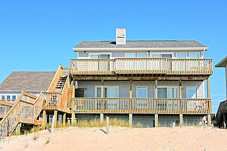 3740 Island Drive - 3BR Oceanfront House in North Topsail Beach - Sleeps 8, vacation rental in North Topsail Beach
