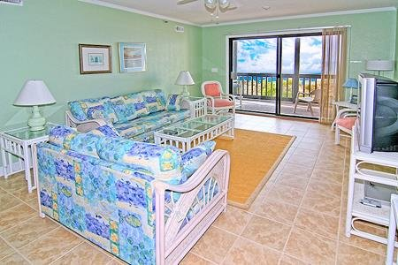 1110 Shipwatch Villas - 3BR Oceanfront Condo in North Topsail Beach with Communi, vacation rental in North Topsail Beach