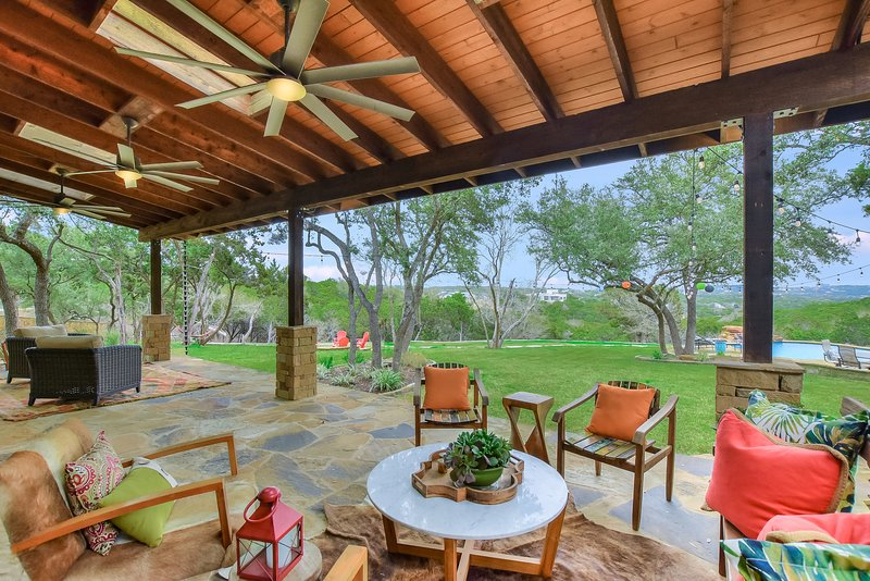 THE ABOVE SERENITY ESTATE AUSTIN, holiday rental in Bee Cave