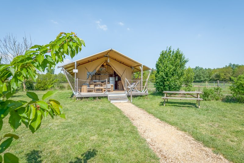 Tente lodge safari La Clairière, holiday rental in La Chaussee