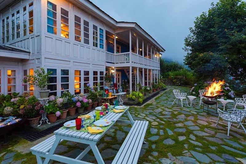 Violet Hill by Vista Rooms, holiday rental in Mashobra