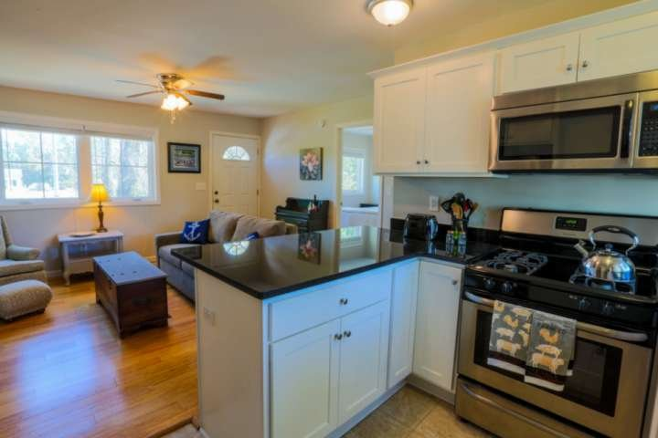 New Listing!  5 Min Walk to Park Circle Restaurants & Bars!  Dog Friendly With S, vacation rental in North Charleston