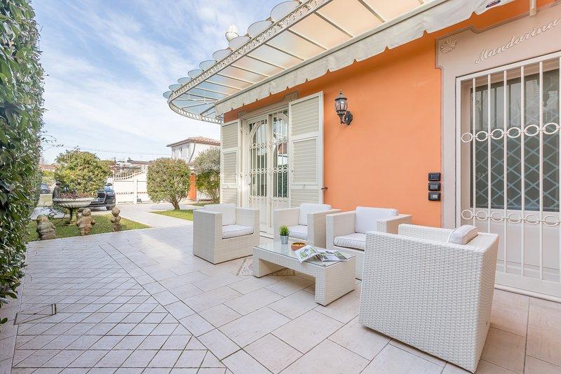 Coin salon et accès à la villa
