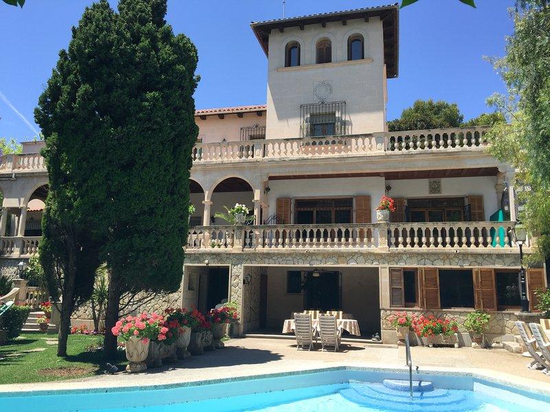 Villa en centro de Palma con jardin y piscina, alquiler de vacaciones en Palma de Mallorca