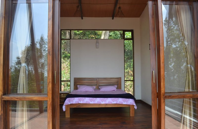 The Pristine Vistas- Suites with great views, holiday rental in Arasinaguppe