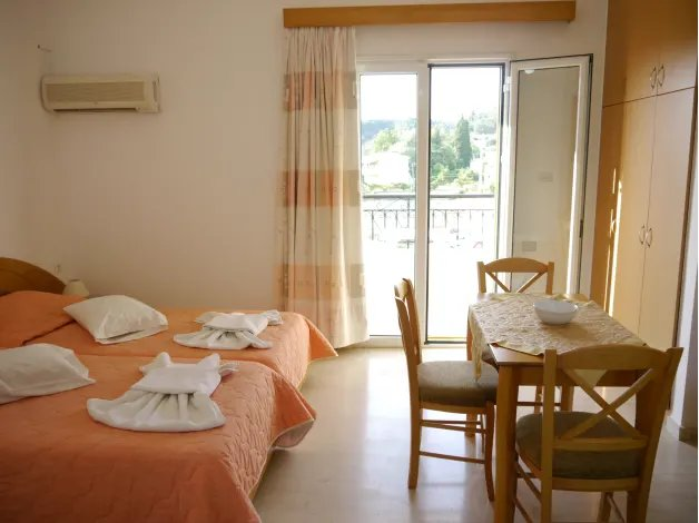 Tria Adelphia - Studio 12, holiday rental in Avliotes