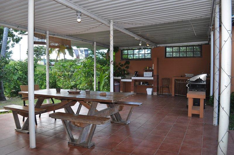 Outdoor shared kitchenette