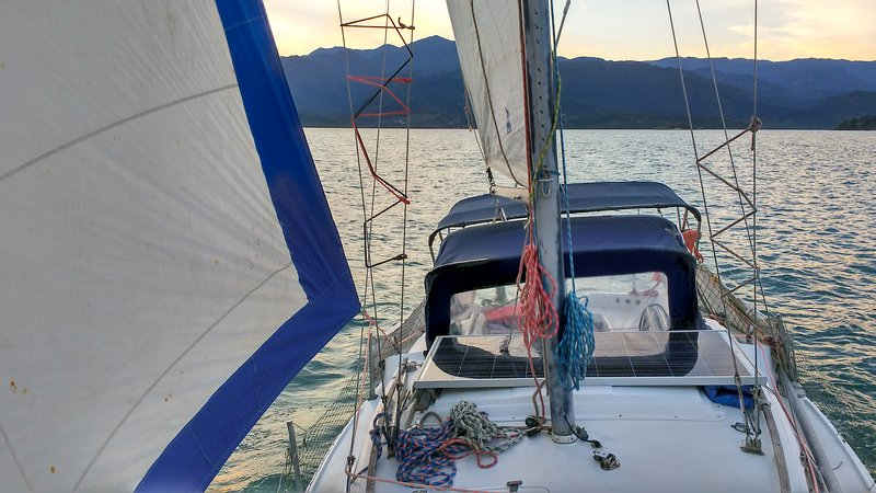 Sailboat Paraty - hostel boat and trips included in, Ferienwohnung in Paraty