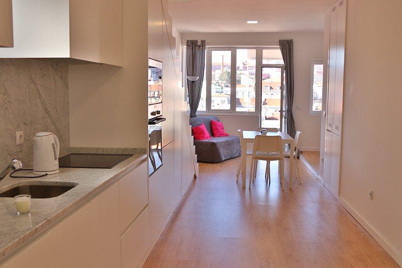 Cozinha e sala / Cocina y sala de estar.