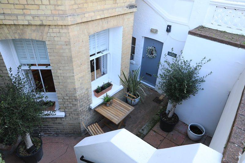 Olive Tree Apartment Hove - Stylish, Comfortable Retreat. 5 minutes to Seafront, casa vacanza a Hove