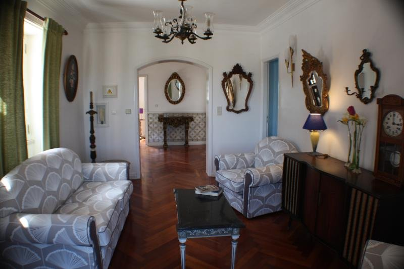 Casa Acucena Vintage Bed and Breakfast (Double Room 3), holiday rental in Terrugem