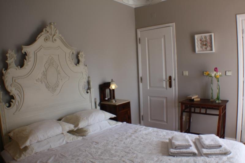 Casa Acucena Vintage Bed and Breakfast (Double Room 2), holiday rental in Terrugem