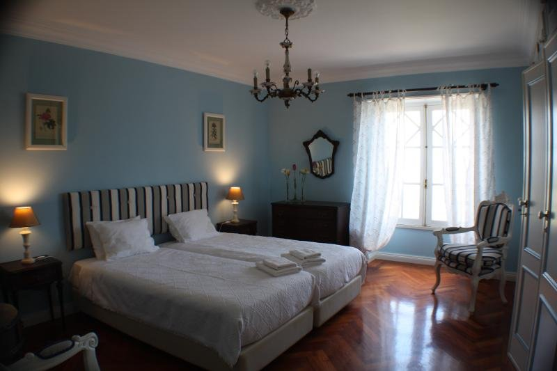 Casa Acucena Vintage Bed and Breakfast (Twin Room 2), holiday rental in Terrugem