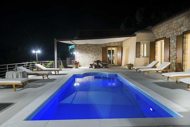 Villa Cleopatra, 3-bedroom, beautiful sea view, private swimming pool., aluguéis de temporada em Keramiai