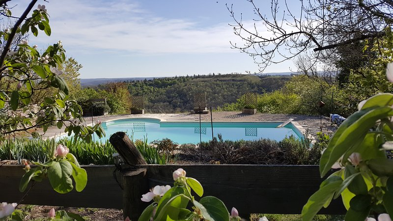 View of the pool and Causses
