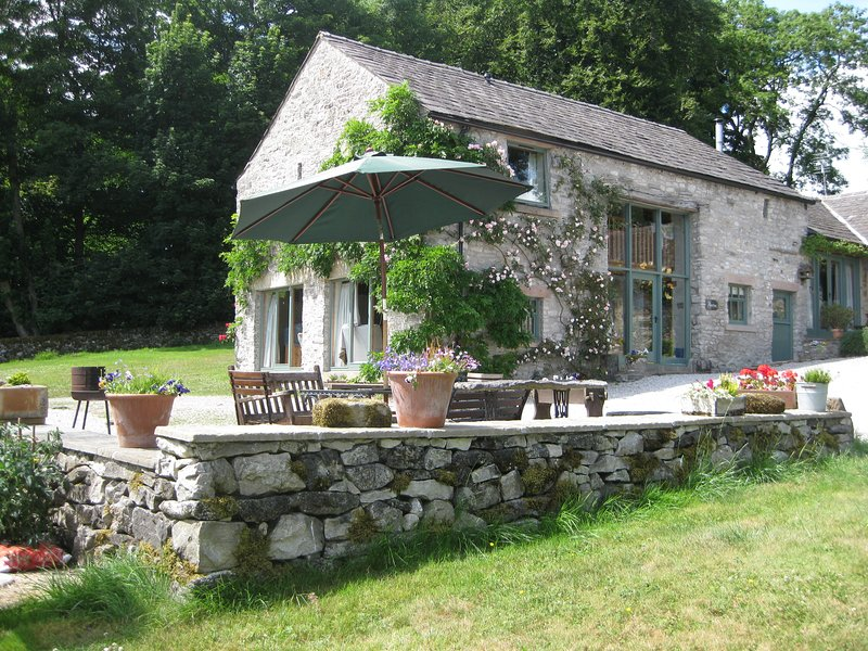 Albertine Barn, holiday rental in Chelmorton
