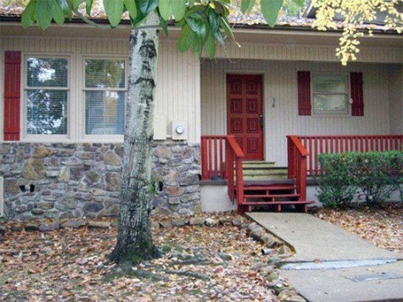 38OpalPl   Coronado Courts   Townhome   Sleeps 4, holiday rental in Hot Springs Village