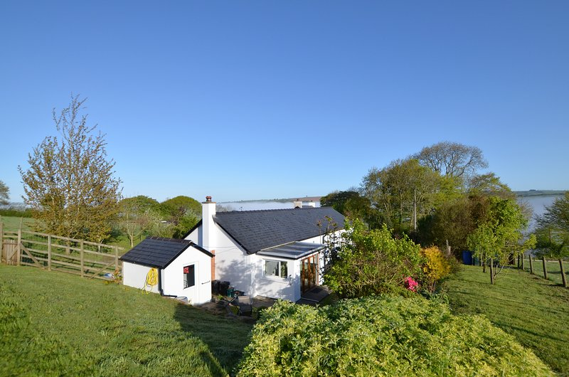 Lovely, cosy former barn in the countryside - Blaencwm Mawr Cottage, WAT322, location de vacances à Dre-fach Felindre