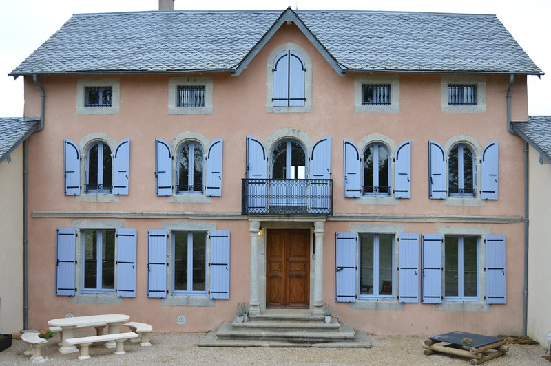 Gîte En Dardé 10 - Schitterend Château uit 1800 op 90 hectare bos en grasland, holiday rental in Lacombe