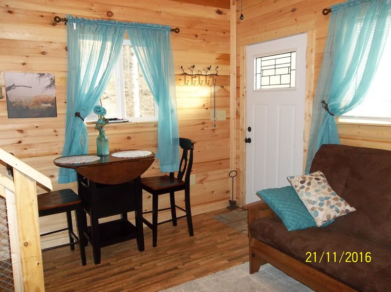 Sycamore Hollow Guest House, holiday rental in Fall Rock