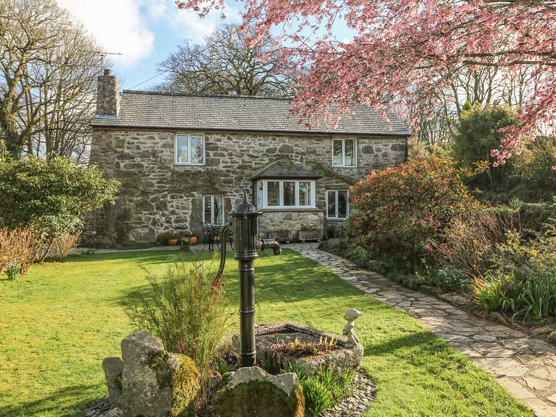 THE BARN pretty stone cottage, large garden, rural location, Ref 959199, holiday rental in Roche