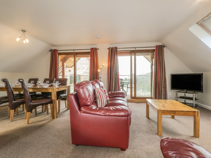 AIKBECK LODGE, lake view, wi-fi, parking. Ref: 972255, holiday rental in Askham