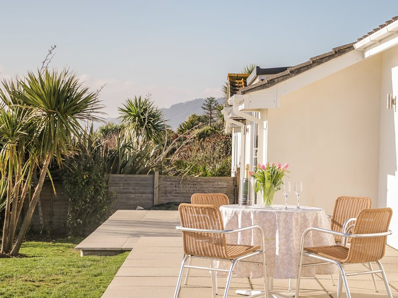 AVALON, open plan, wood burner, sea views, in Downderry, Ref. 967171, holiday rental in Polbathic