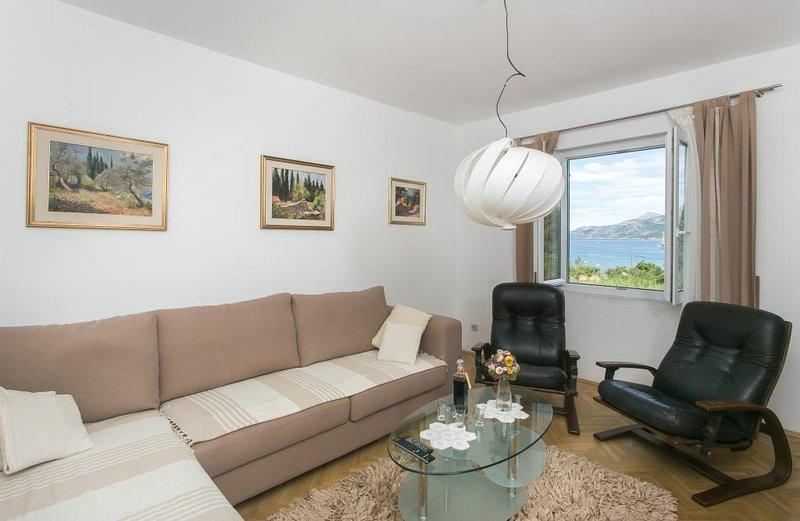 Maria Koločep- Three Bedroom Apartment with Backyard Terrace and Sea View, vacation rental in Kolocep Island