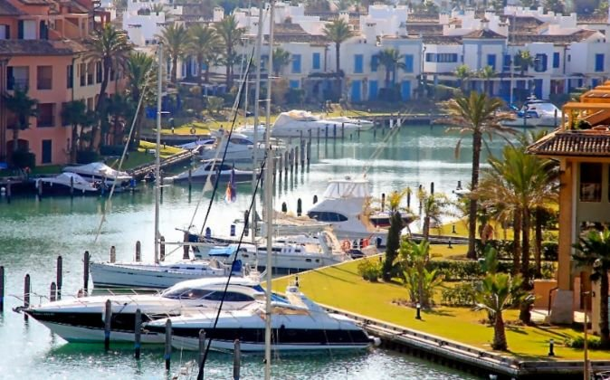 Marina Waterfront Apartment with spectacular views, vacation rental in San Roque