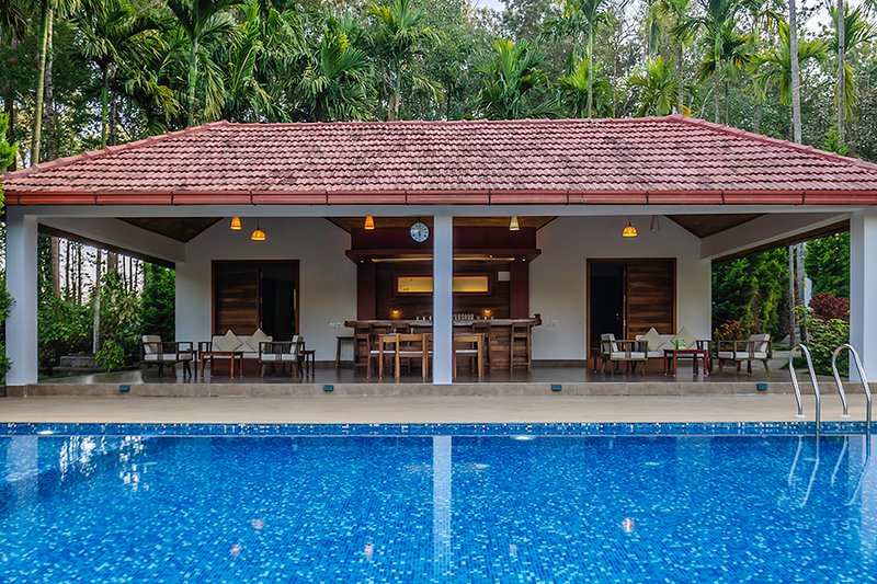 Tall Silver by Vista Rooms, holiday rental in Madikeri