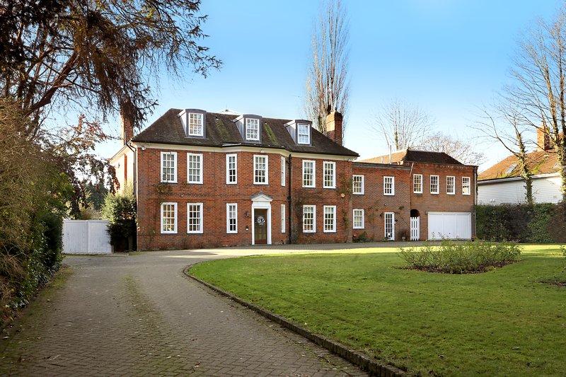 SPACIOUS 1ST FLOOR APARTMENT - GEORGIAN HOUSE WING, holiday rental in Princes Risborough