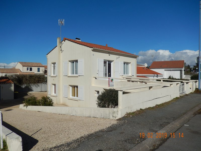 APPARTEMENT DANS MAISON, vacation rental in Brem Sur Mer