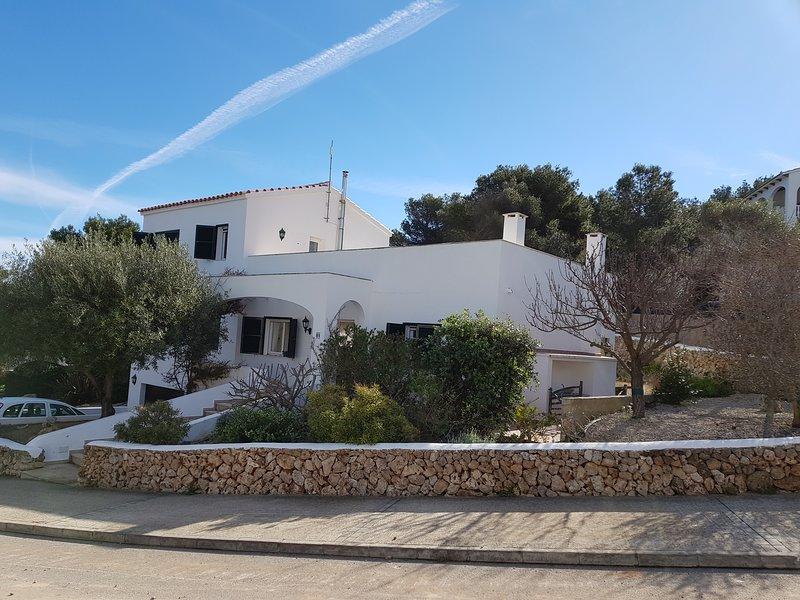 Villa acaba de passar por uma grande remodelação com novos banheiros, cozinha e ar condicionado em todo