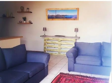 Centrally Located Garden Cottage, vacation rental in Clarendon Marine
