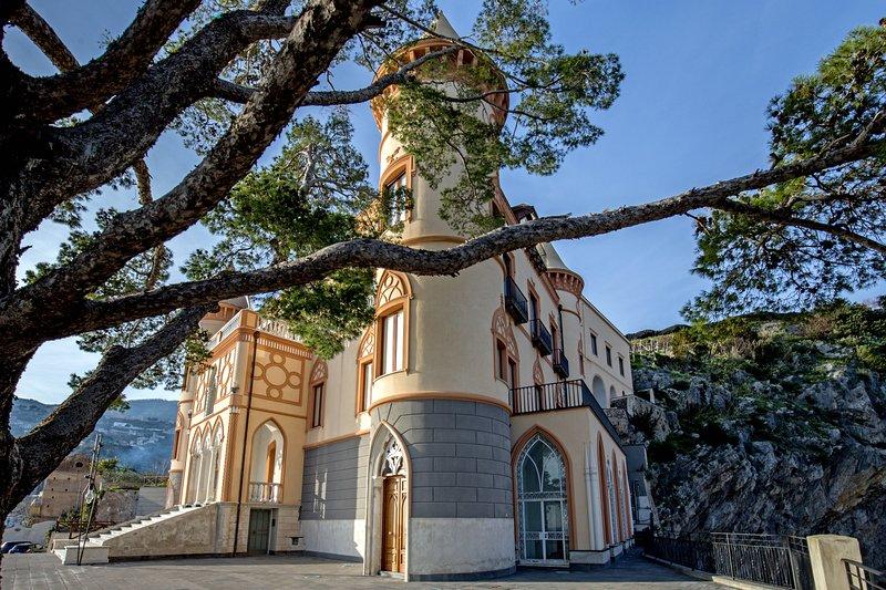 Castle Mezzacapo|11pax, alloggio da sogno a strapiombo sul mare, location de vacances à Minori