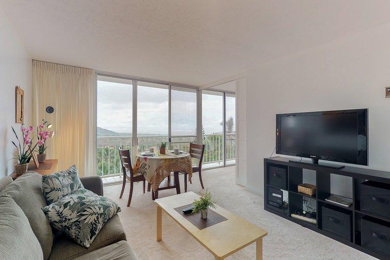 Oahu condo w/mountain/ocean views, shared pool, hot tub, near beach, vacation rental in Makaha