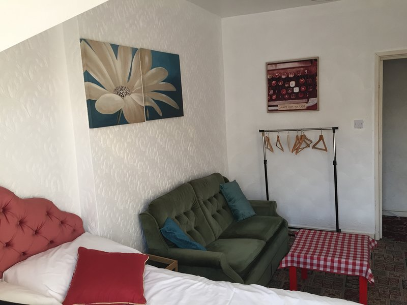 Cozy & Central Double Room, vakantiewoning in Cardiff