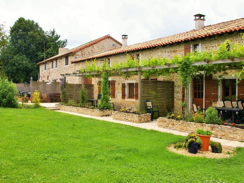 Gites De Chaignepain - Boutique Gite Complex in Poiteau Charente, vacation rental in Sauze-Vaussais