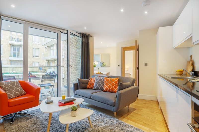 LUXURIOUS TWO BED SERVICED APARTMENT IN LIMEHOUSE, holiday rental in Stratford City