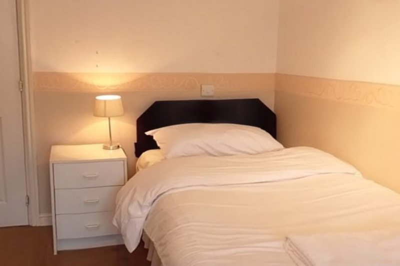 Jaylets Twin En-Suite 811 Bedroom with Shared Kitchen & Parking, holiday rental in Breedon on the Hill