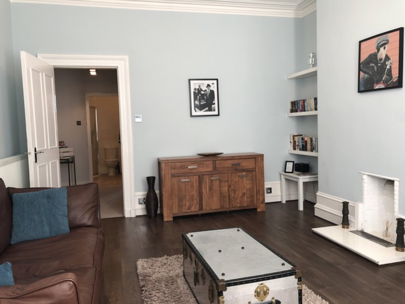 ✶ Hidden Gem in Aberdeen City Centre - 1 Bedroom - With Parking! ✶, aluguéis de temporada em Peterculter
