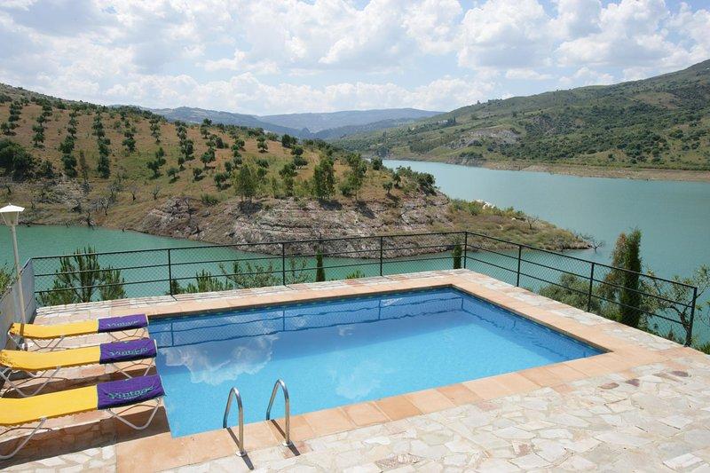 Zahara de la Sierra Villa Sleeps 5 with Pool Air Con and WiFi - 5604474, location de vacances à Zahara de la Sierra