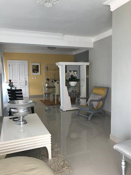Spacious apt with sea view & Wifi, aluguéis de temporada em Cumayasa