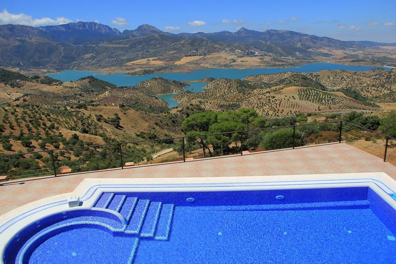 El Gastor Villa Sleeps 6 with Pool Air Con and WiFi - 5604491, location de vacances à El Gastor