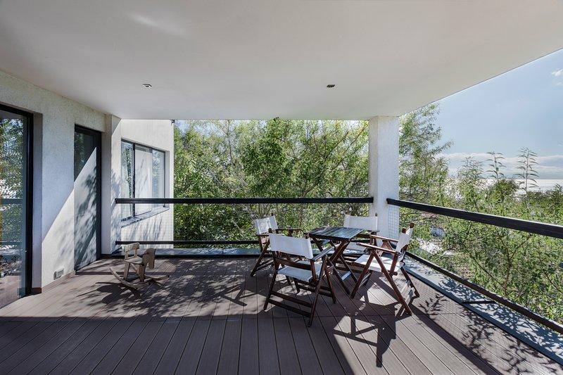 Villa Staynov, beautiful modern home of architects, aluguéis de temporada em Albena