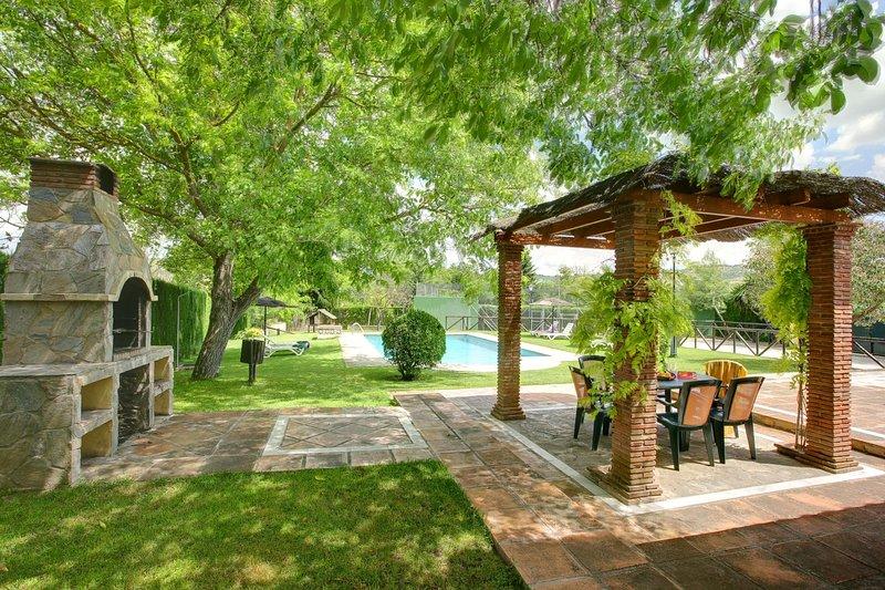 Frontones Villa Sleeps 6 with Pool and WiFi - 5604468, alquiler de vacaciones en Setenil de las Bodegas